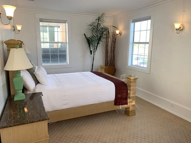 Queen size bed facing the ocean.  Wake up to the sunrise over the water! This is the main/master bedroom.