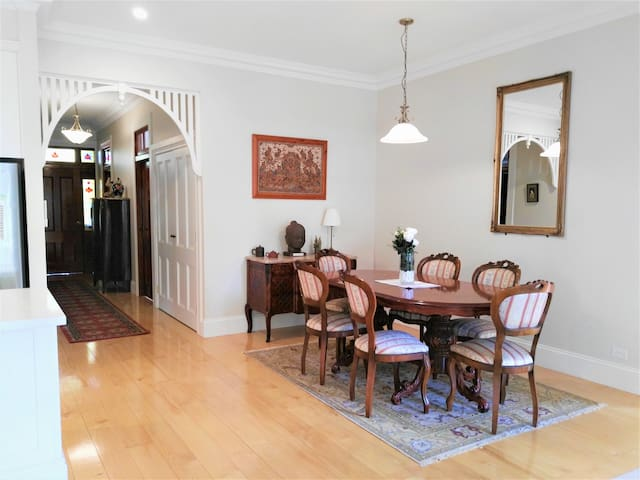 Stylish and spacious apartment in handy location