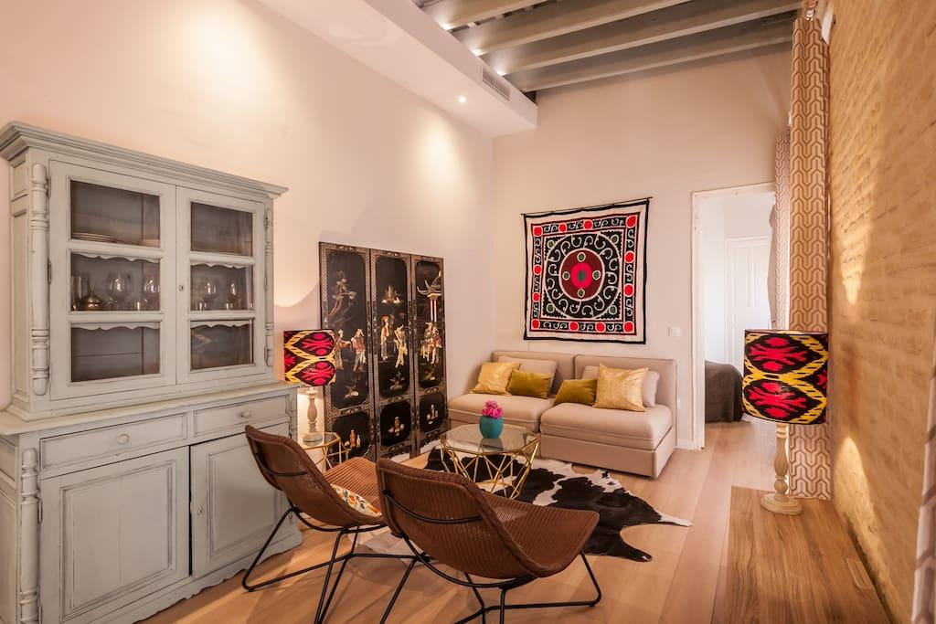 Luminoso piso con encanto nuevo centro de sevilla for Pisos decorados con encanto