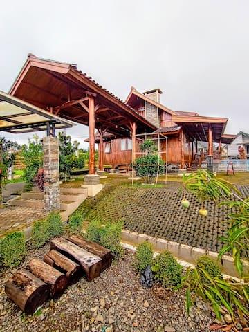 Rumah kayu Kasturi Resort syari