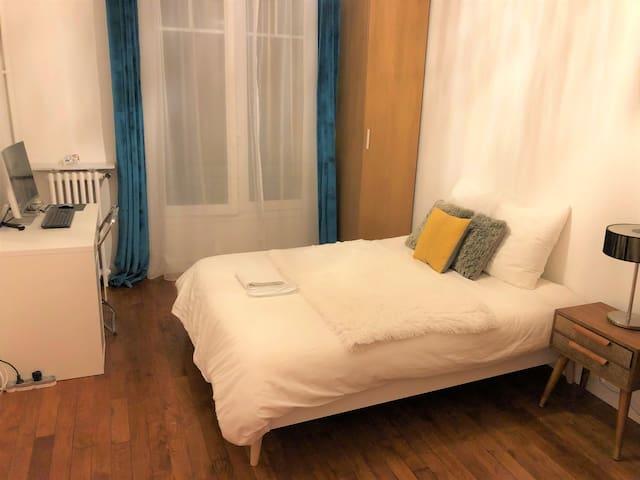 Spacious Private Room in Paris 16th