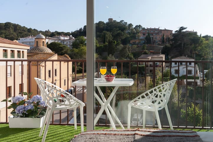AWESOME STUDIO IN CENTER - 2 min walk to the beach