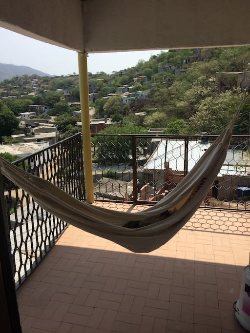 Hammock on terrace / hamaca en terraza