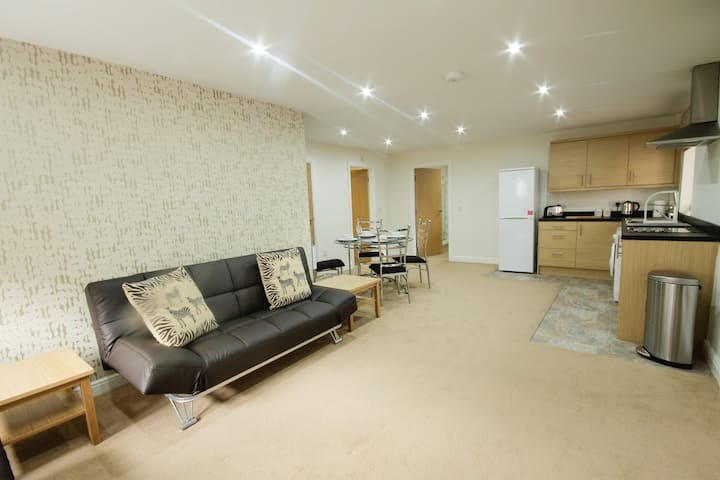 Apartment 4 close to city centre & motorways