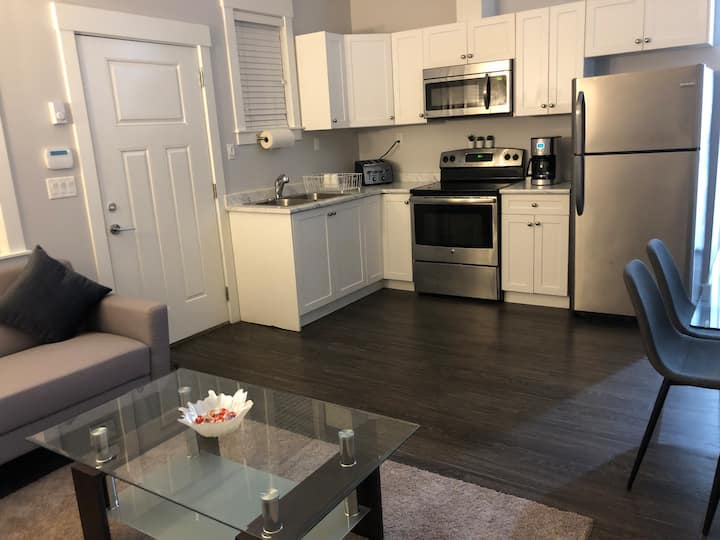 Good Sleep BNB Duality - 2 B/R brand new apartment