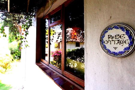 Rose Cottage - An Historic, Cosy Little Gem - Cape Town