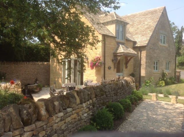 Holiday Cottage in the Heart of the Cotswolds.