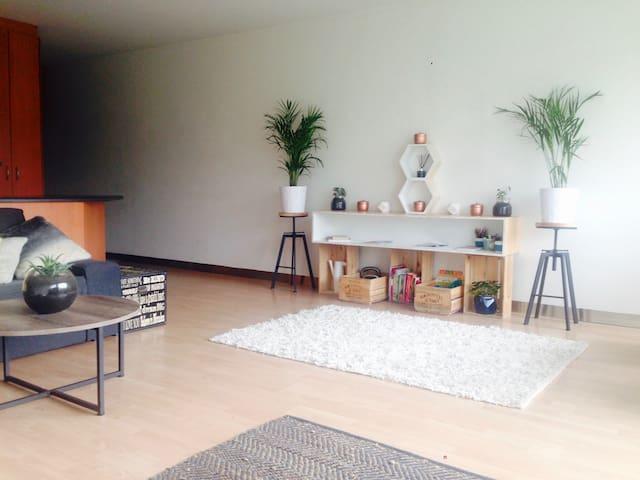 Short Walk to City + Light Breaky - ADELAIDE - Apartment