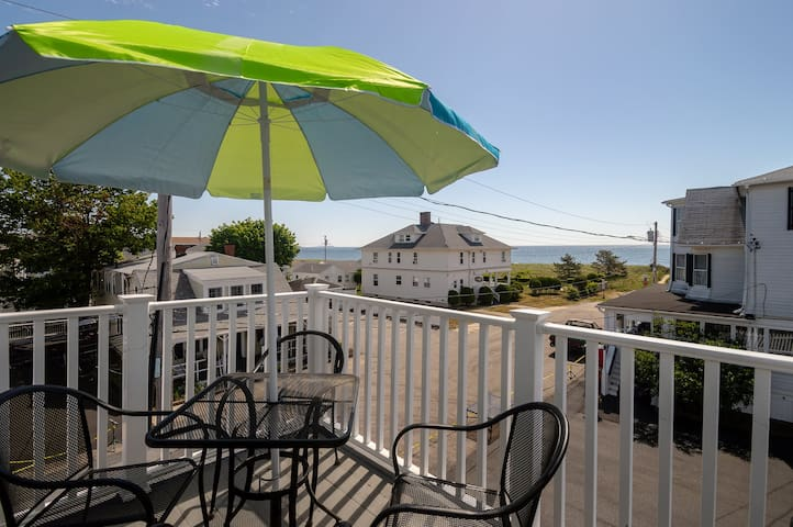 Beachside Penthouse Paradise on Old Orchard Beach!