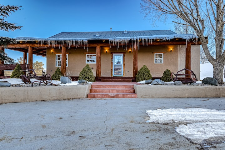 Charming Home with High-Speed WiFi, Gas Fireplace, and Private Washer/Dryer