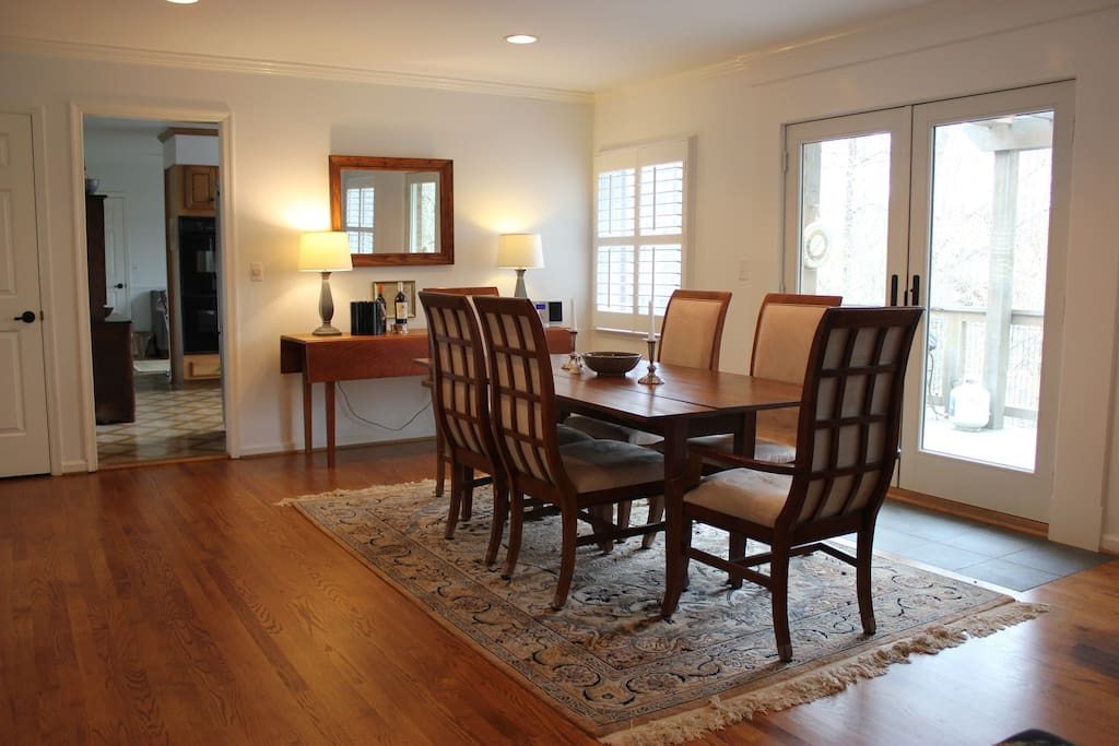 Dining Room w/seating for 8