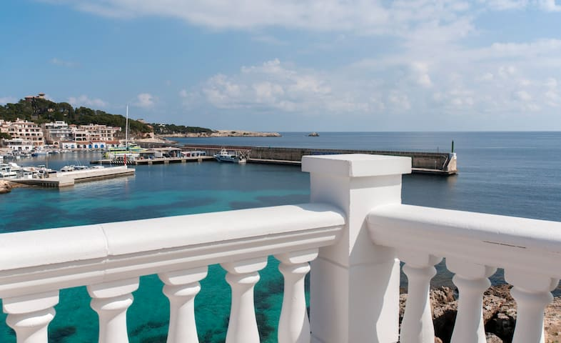 Traumhafter Meerblick auf den Hafen