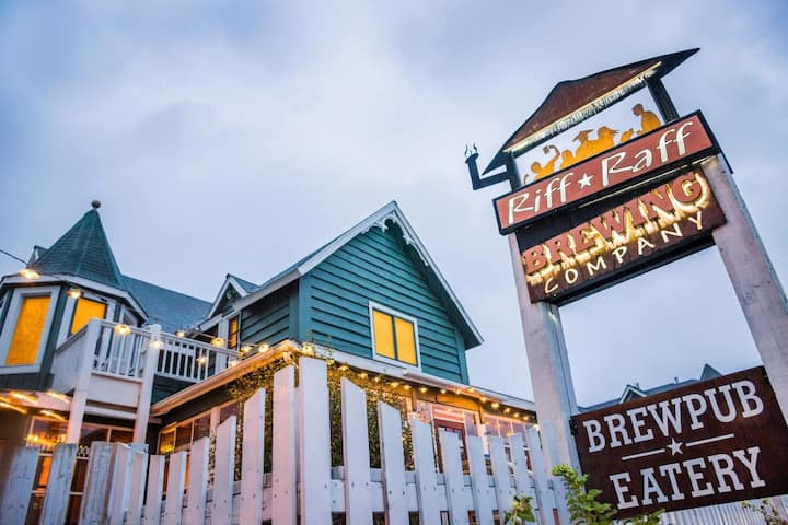 Got Beer? 3-BR Sleeps Seven Above Downtown Brewpub