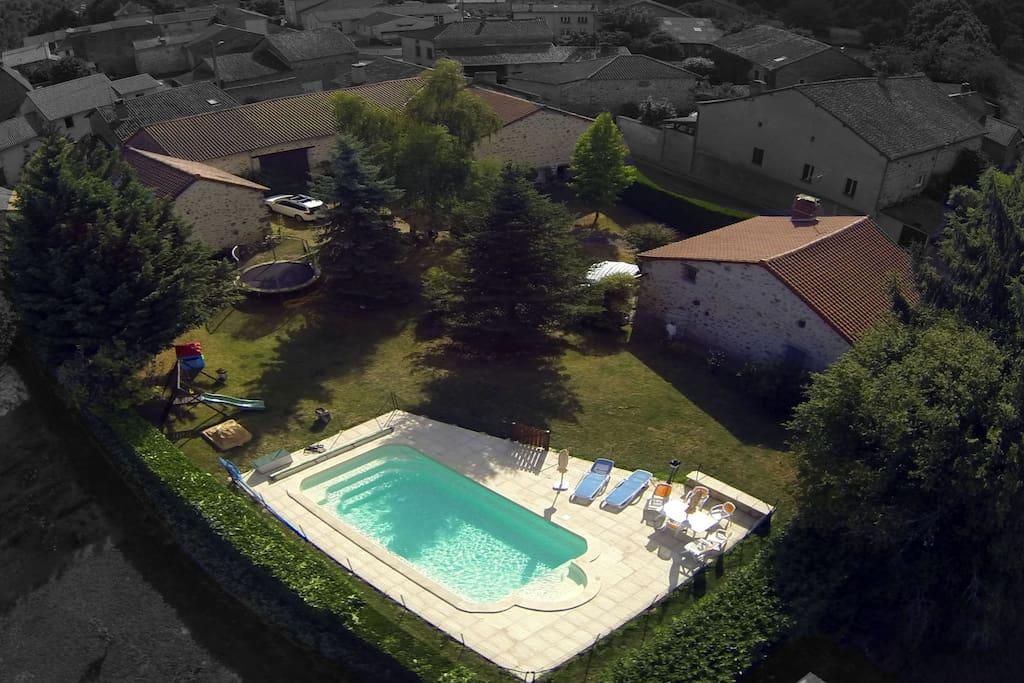 Maison en pierre du 18eme piscine augignac for Piscine 18eme