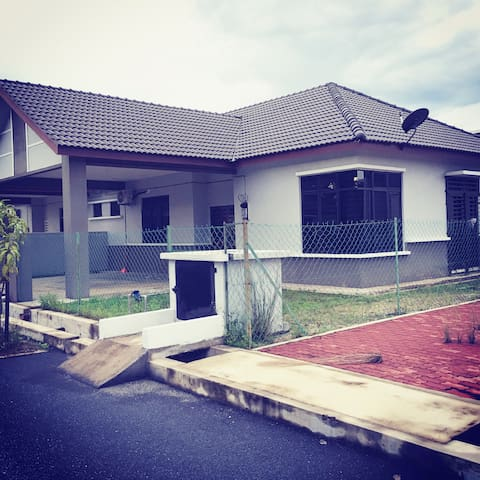 Ashan guesthouse kuantan - Kuantan - Domek gościnny