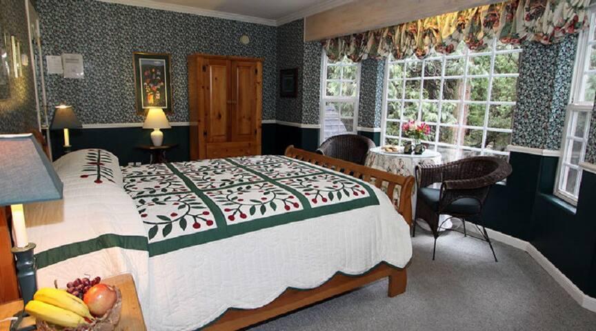 Evergreen - McCaffrey House Bed & Breakfast Inn