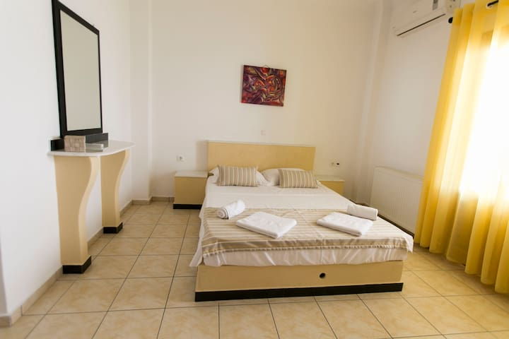 Vazeos Apartments - Apartment No 4 - Karterados - Apartment