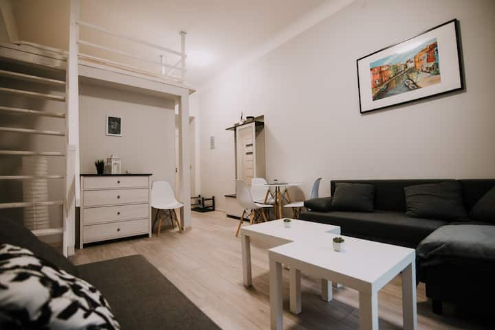 Private studio room in Old Town 5min to MainSquare