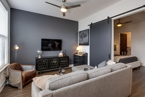 NEWLY furnished 1 bed oasis 3 blocks to Broadway!