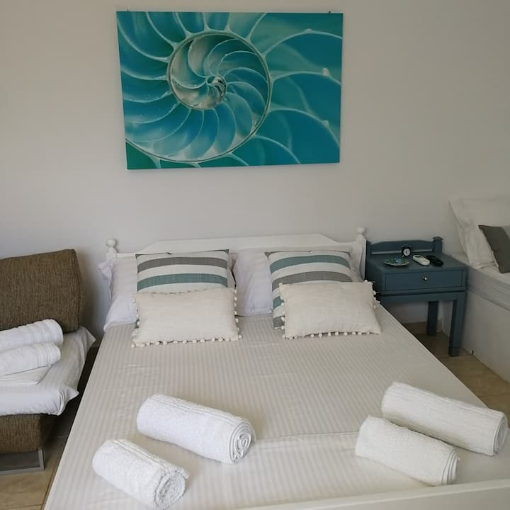 Captains Andrew Guest Studio180m from Logara Beach