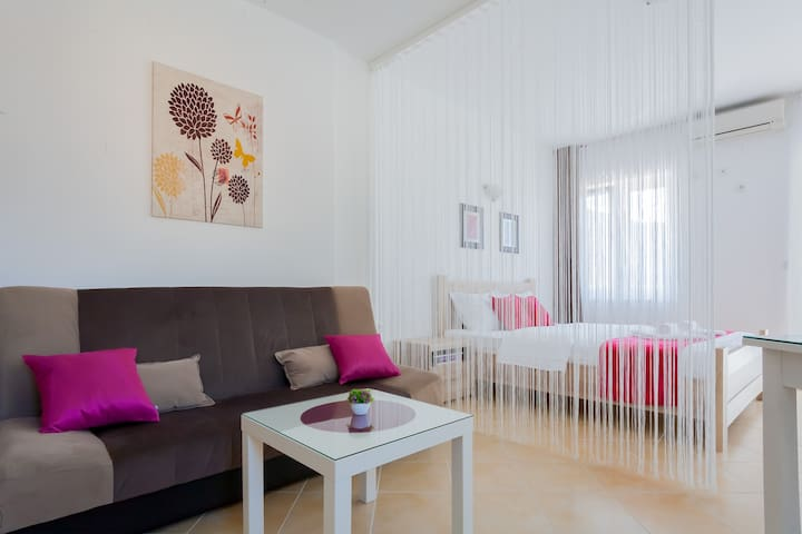 ~Pink Studio~ M Tomovic Apartments