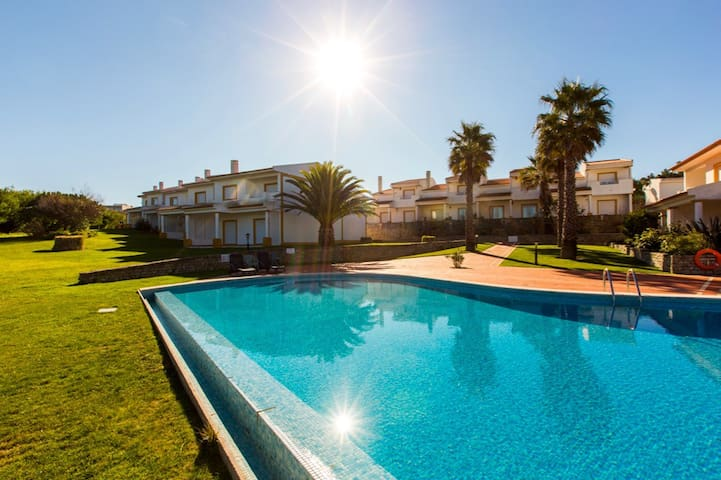 Casa Amarelo, sunny holiday home sleeps up to 10! - Óbidos Municipality - Ev