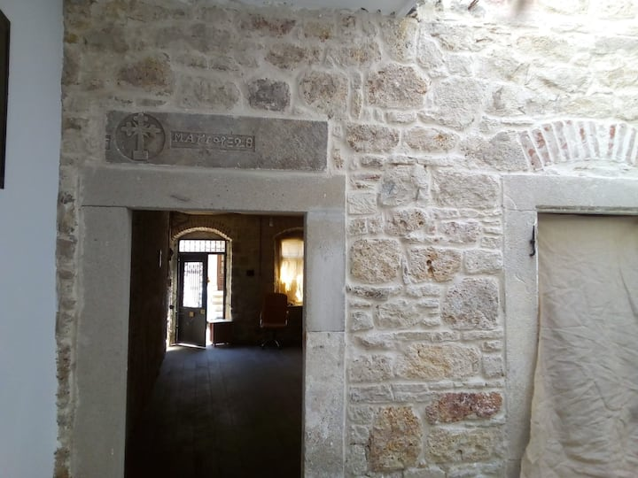 Eski Foça Meydan, Taş Bina, 3 yataklı mutfaklı oda