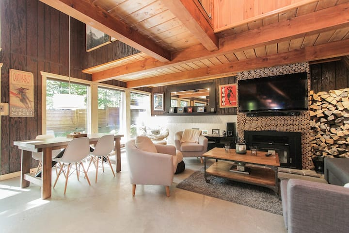 Chic Chalet + Nature + Family & Pet Friendly +WiFi