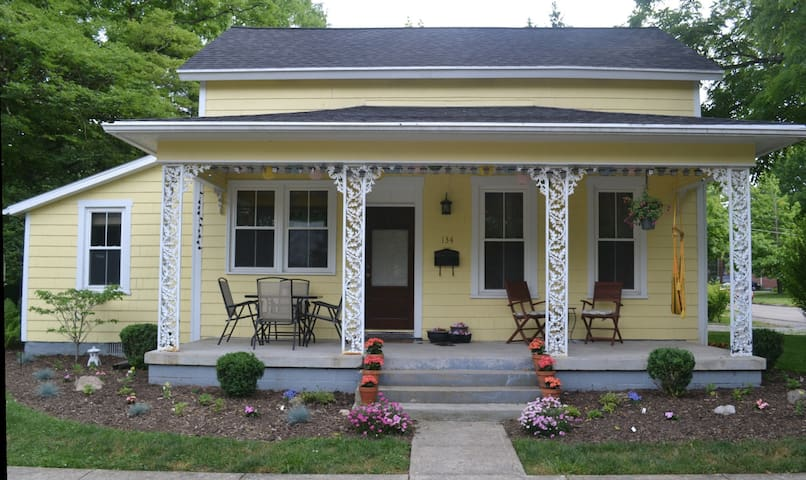 Sunny 3 bedroom - 2 blocks from downtown YS! - Yellow Springs - Hus