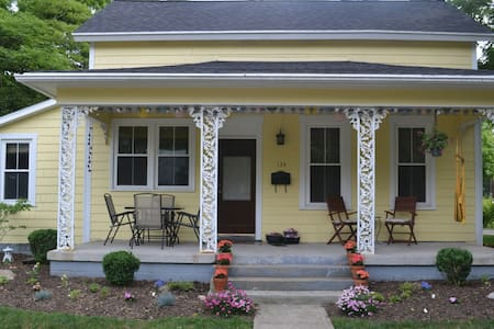 Sunny 3 bedroom - 2 blocks from downtown YS! - Yellow Springs - Casa