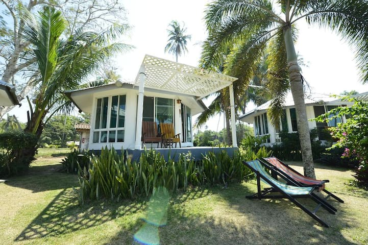 Comfortable Beachfront Bungalow - Koh Mak Island
