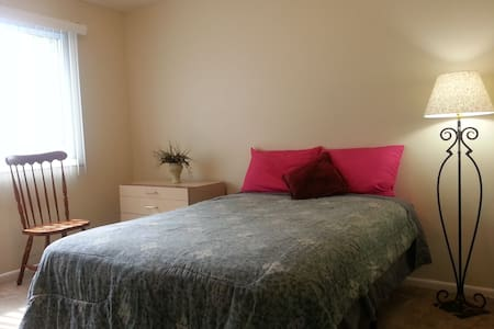 Midsize room, 10 min to Nat'l Harbor, shops, bus - Temple Hills