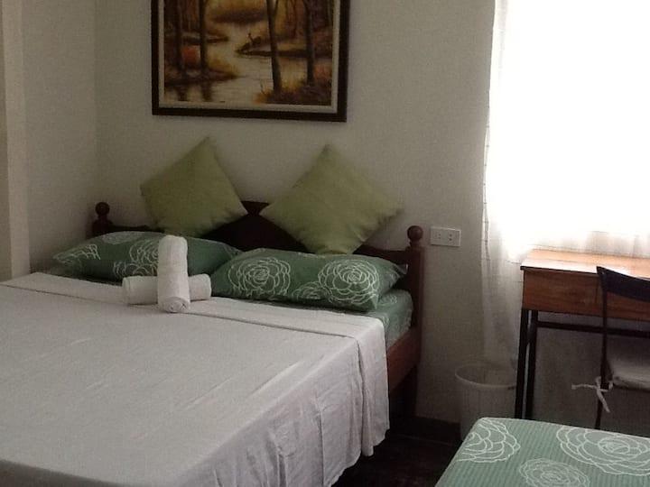 BNKY Bed & Breakfast (Room 5)