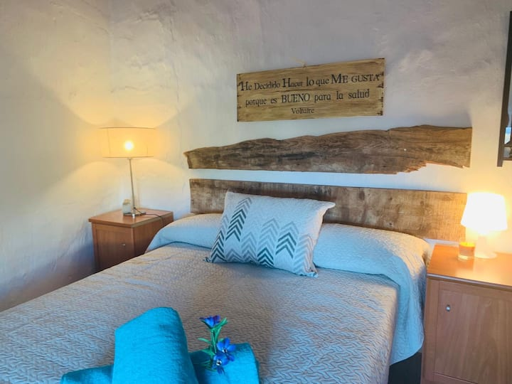 LOVELY  BEDROOM  en el centro de Casares