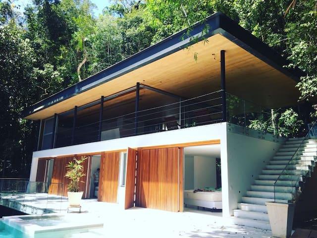 Casa luminosa (Condomínio Sítio São Pedro)