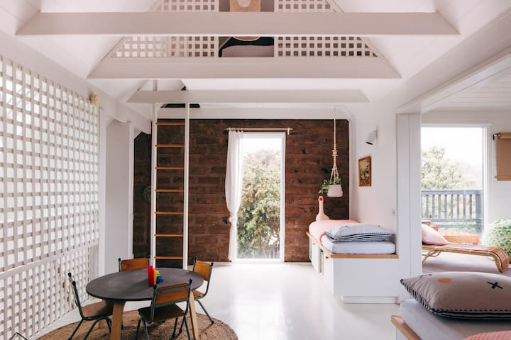 CAPE CABIN: a unique coastal family retreat