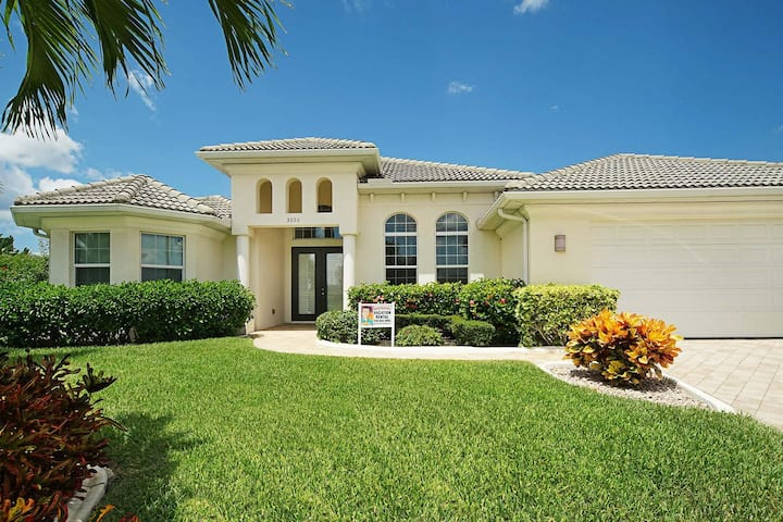 Wischis Florida Vacation Home - Coral Palms in Cape Coral