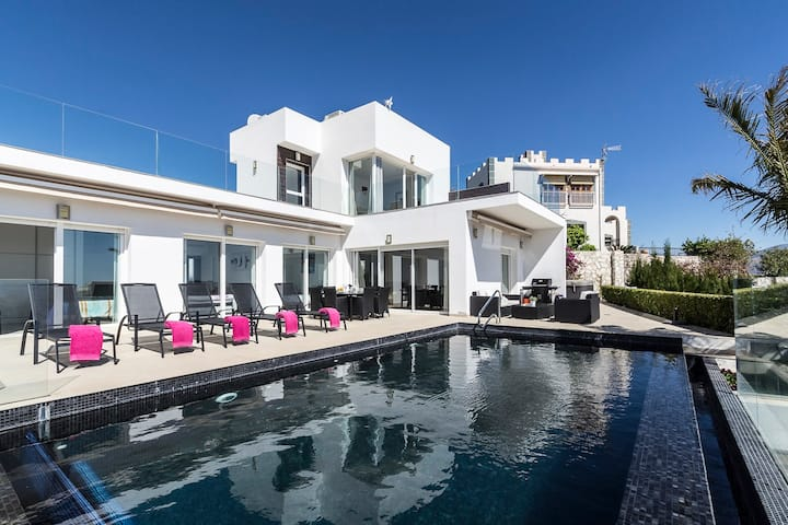 Modern villa with heated pool and jacuzzi