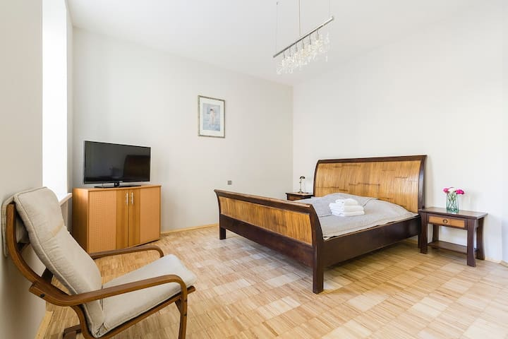 Perfect new apartment, top loc, Isaac's cathedral