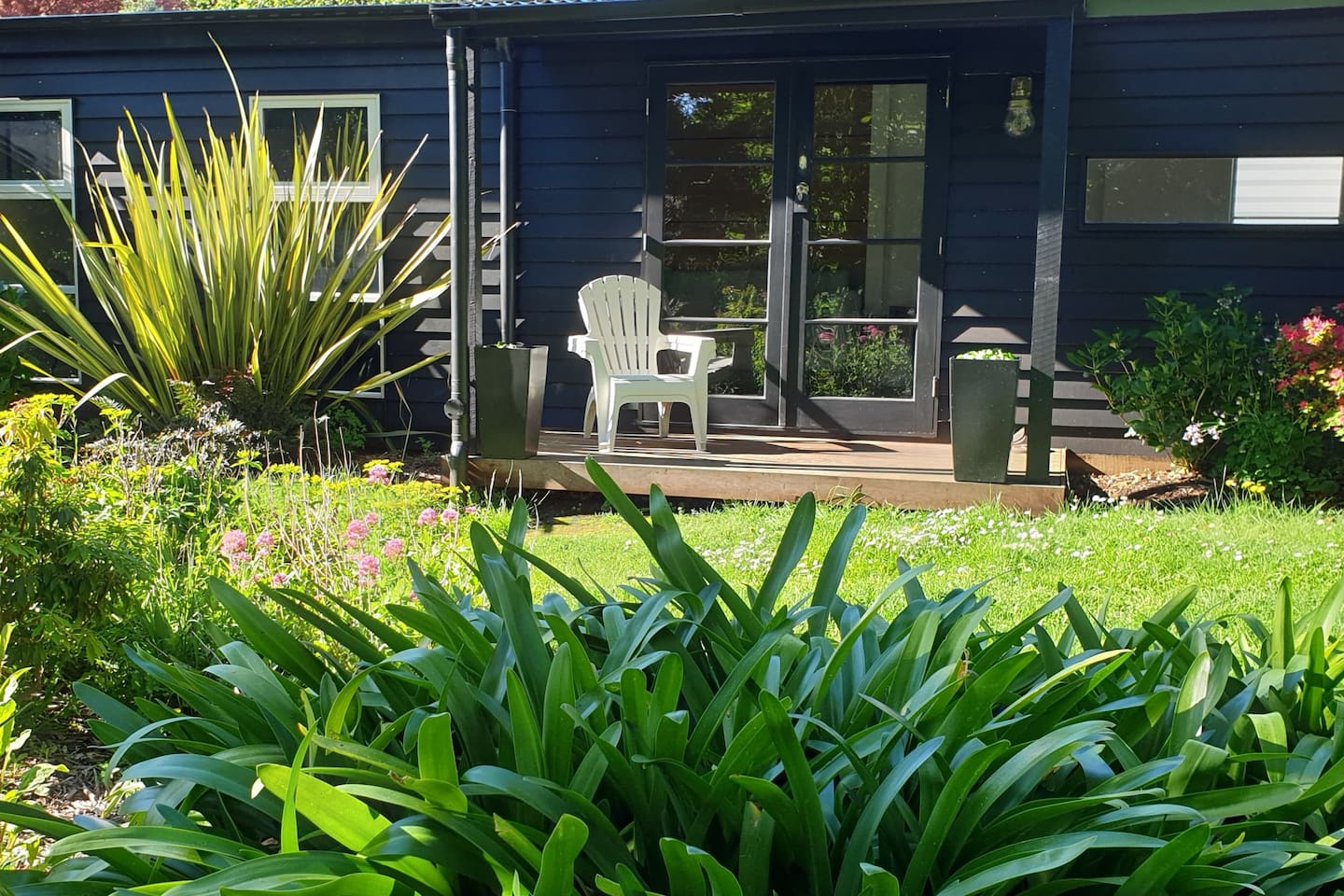 Your own private garden where you can sit and enjoy all the incredible birds including kookaburras, king parrots, rosellas, lorikeets and so many more.