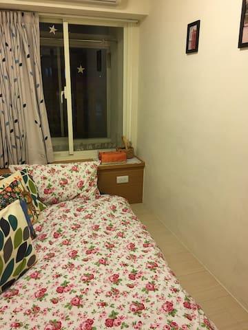 Guting MRT station 5 minutes.small single room - Zhongzheng District - Bed & Breakfast