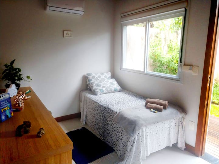 Room in house of high standard - Air and Microwave