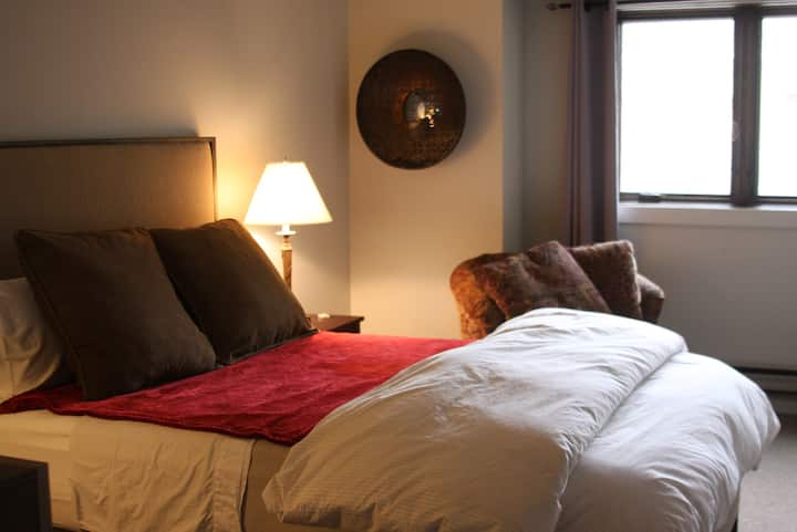 Central Location - Private Hotel Style Room III