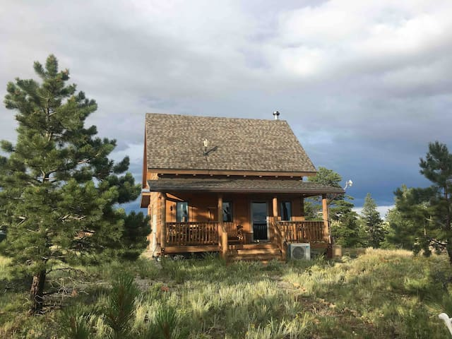 Private Mountain Cabin with 360 Views  & Hot Tub!