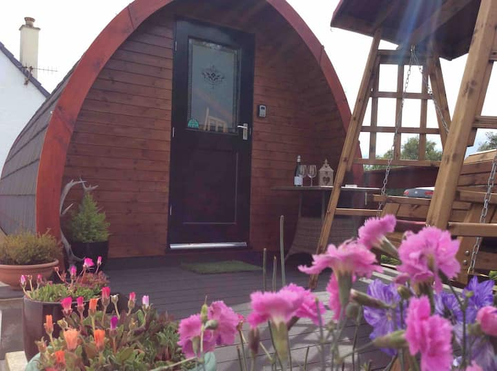 Cosy, comfortable, wooden pod. Room only.
