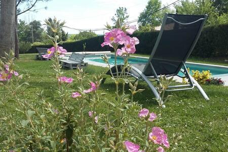 Esprit Vacances 840, Maison avec piscine, panorama