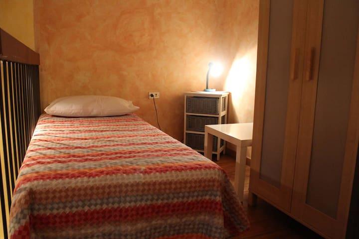 *One Room Studio next Metro Station Porta Romana*