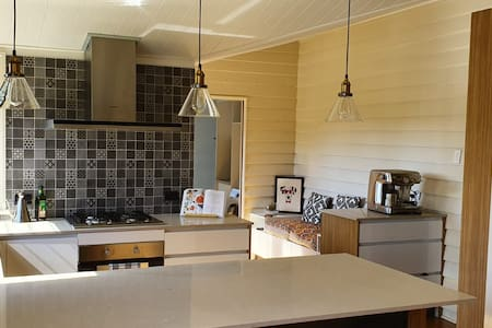 Renovated 1890's Cottage in the Heart of the City