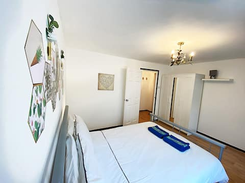 Entire one bedroom flat, Pets welcome