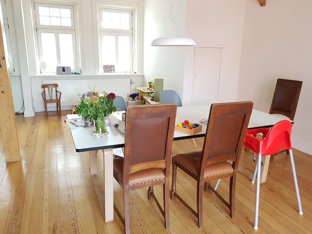 Table for up to 8 persons